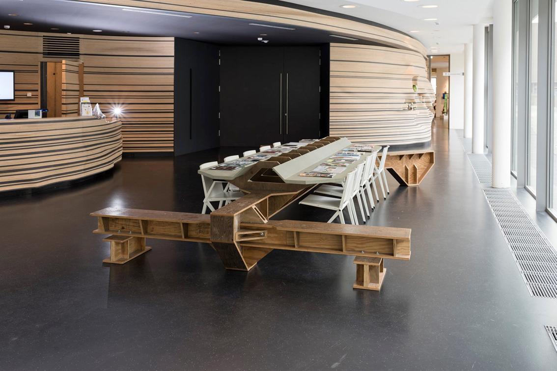 KAPKAR / NAI-VT12 | Friends Table