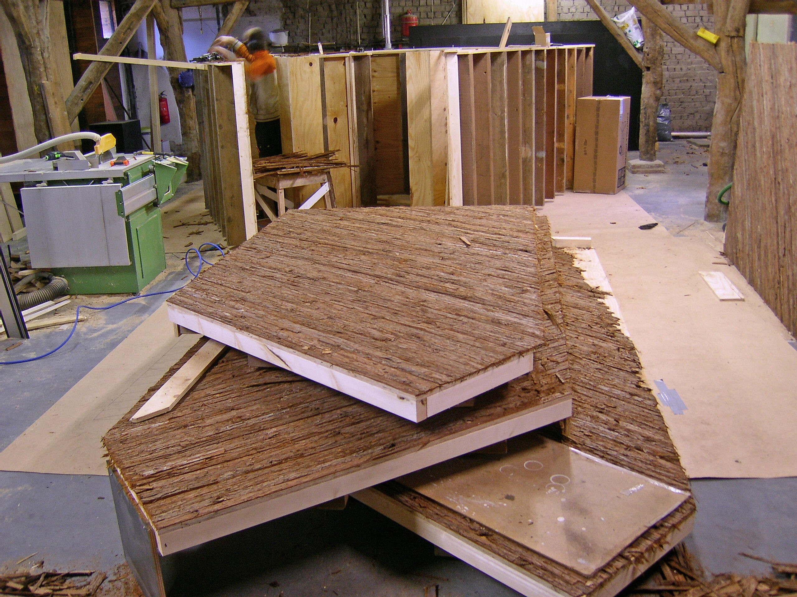 Studio Frank Havermans casting parts with tree bark, 2008